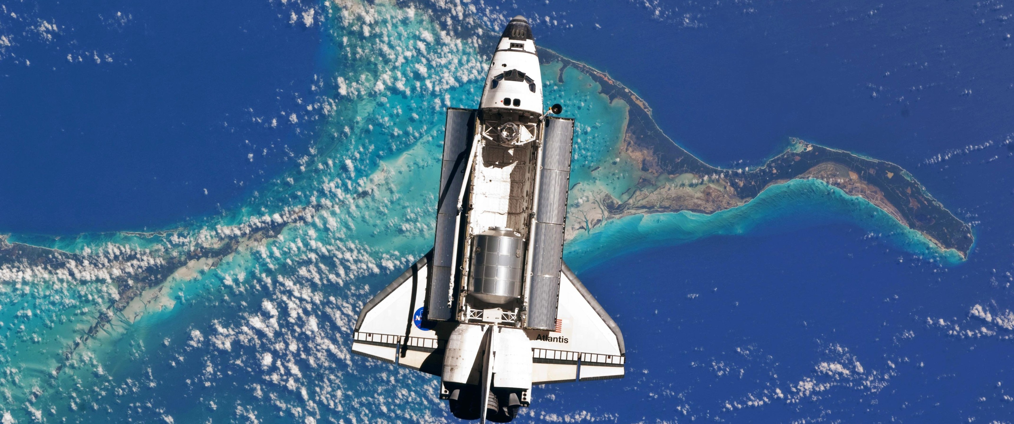 Atlantis Space Shuttle Over Bahamas 4K Wallpaper